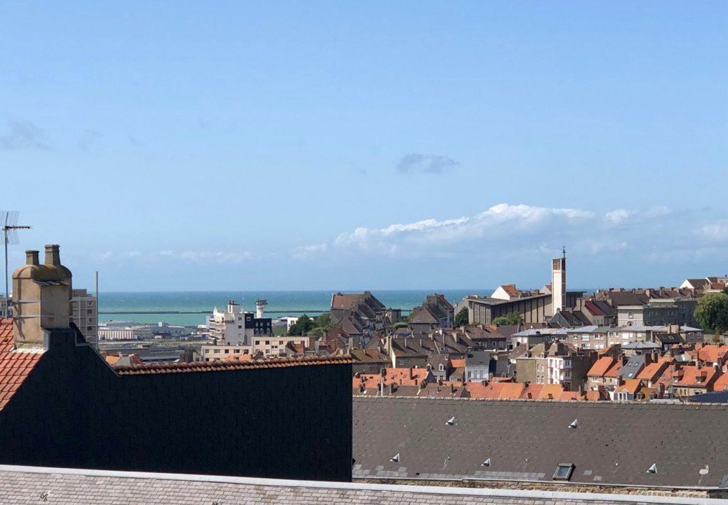 Boulogne-sur-Mer-en-plein-air-promenade-remparts-mer