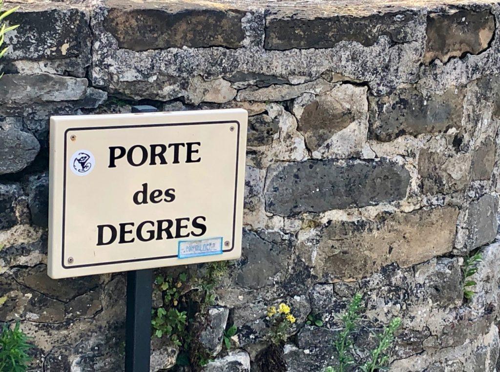Boulogne-sur-Mer-en-plein-air-promenade-remparts-porte-des-degres