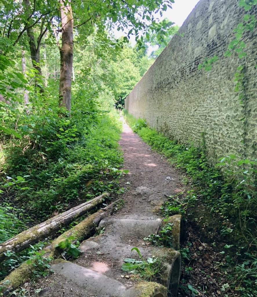 Conde-sur-l-Escaut-balade-chateau-Hermitage-mur