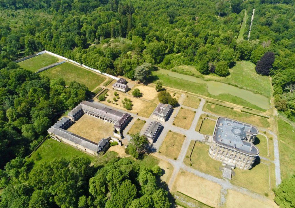 Condé-sur-l'Escaut château de l'Hermitage et dépendances vus au drone