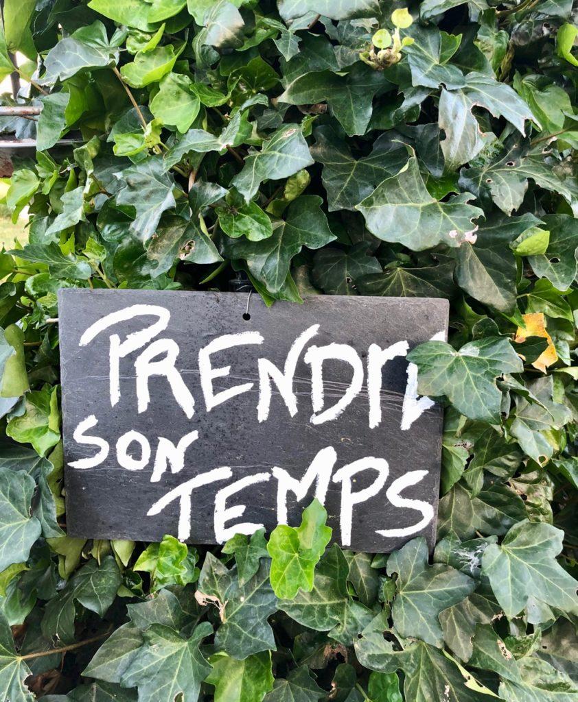 Herbes-folles-Steenwerck-panneau-prendre-son-temps