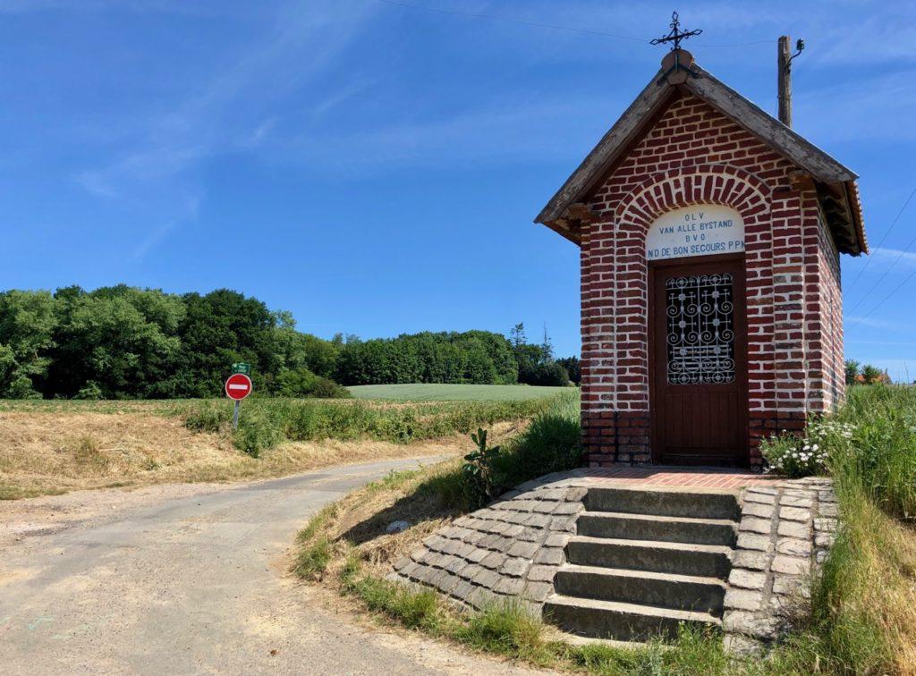 Saint-Jans-Cappel-sentier-des-Jacinthes-chapelle