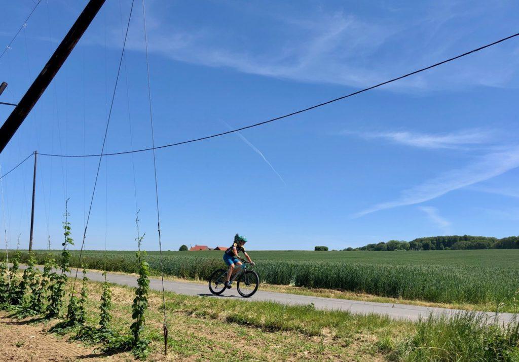 Saint-Jans-Cappel-sentier-des-Jacinthes-cycliste