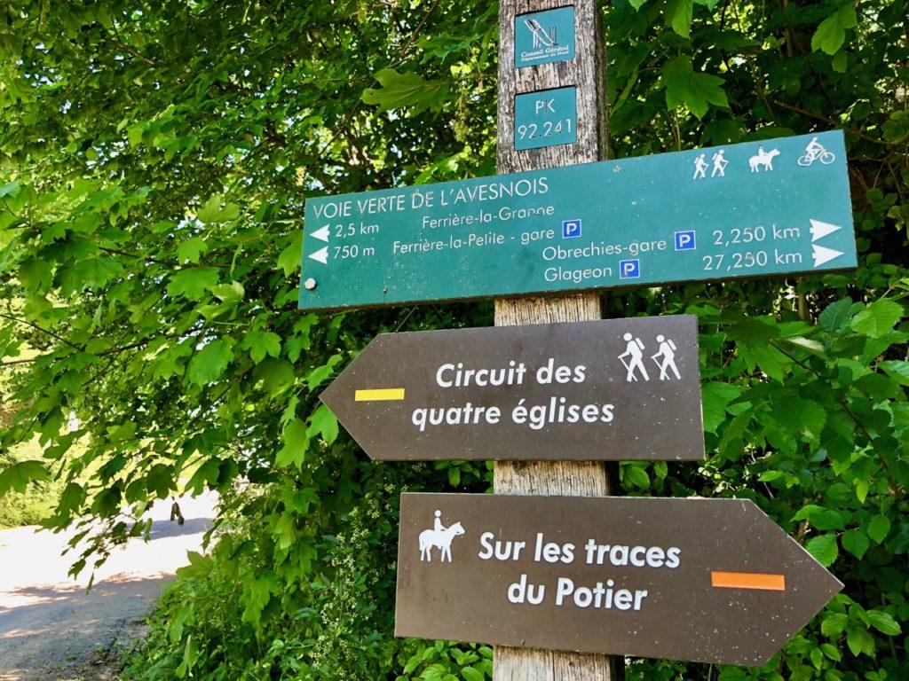 Voie-verte-de-l-Avesnois-panneau-arrivee-ferriere-la-petite