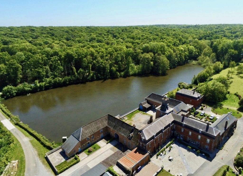 Le chateau de la Motte à Liessies vu au drone