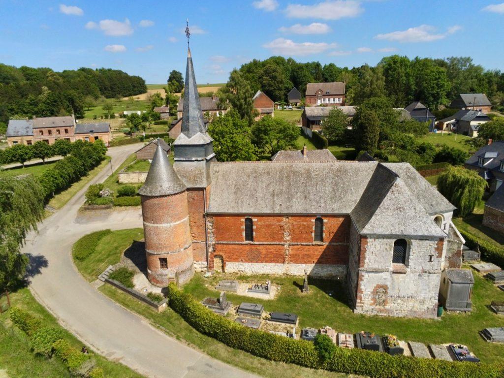L'église de Gronard, Aisne, vue au drone