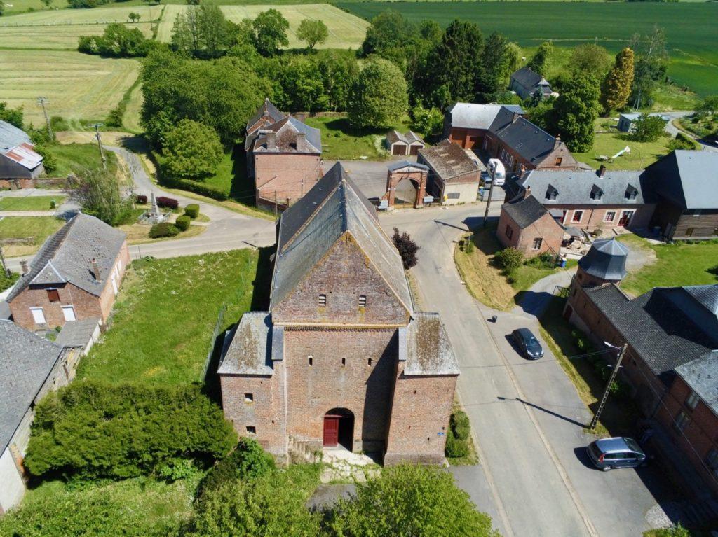 Eglise Saint-Martin Jeantes Aisne vue au drone