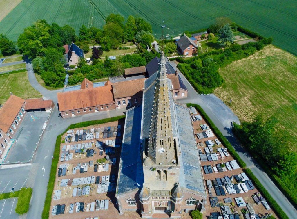 Eglise de Noordpeene vue au drone
