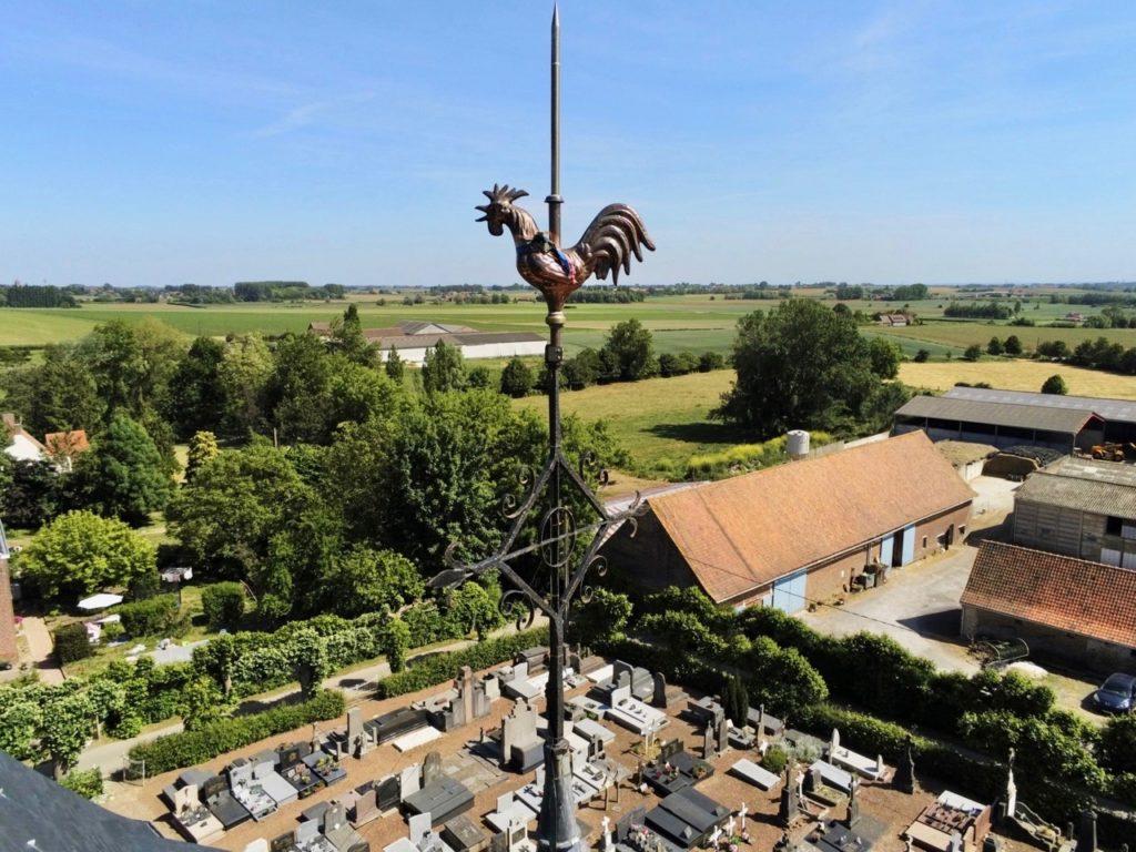 Coq de l'église d'Oxelaere Nord vu au drone