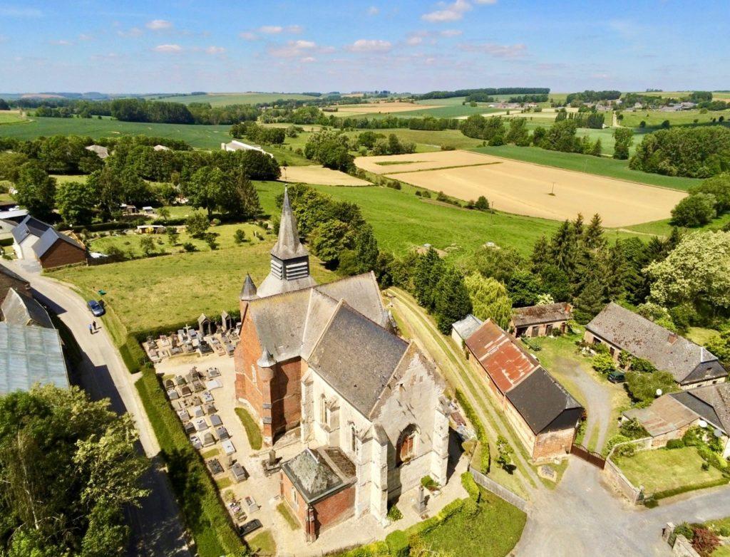 Eglises fortifiées de Thiérache Burelles drone arrière