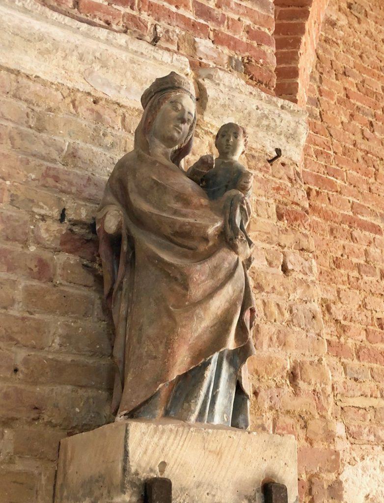 Eglises-fortifiees-Thierache-Burelles-statue-detail