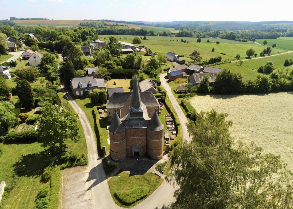 Eglise fortifiée de Thiérache Gronard vue au drone