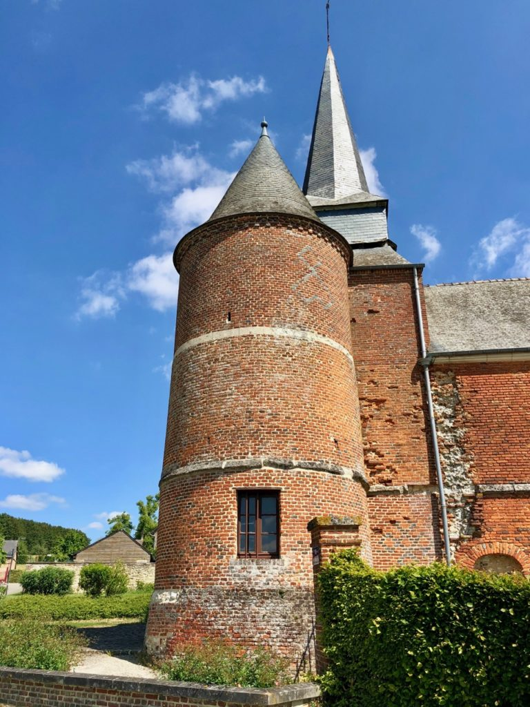 Eglises-fortifiees-Thierache-Gronard-vue-de-cote