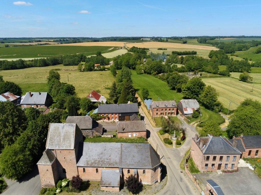 Eglises fortifiées de Thiérache Jeantes vue au drone