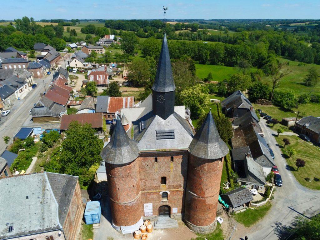 Eglises fortifiées de Thiérache Plomion au drone