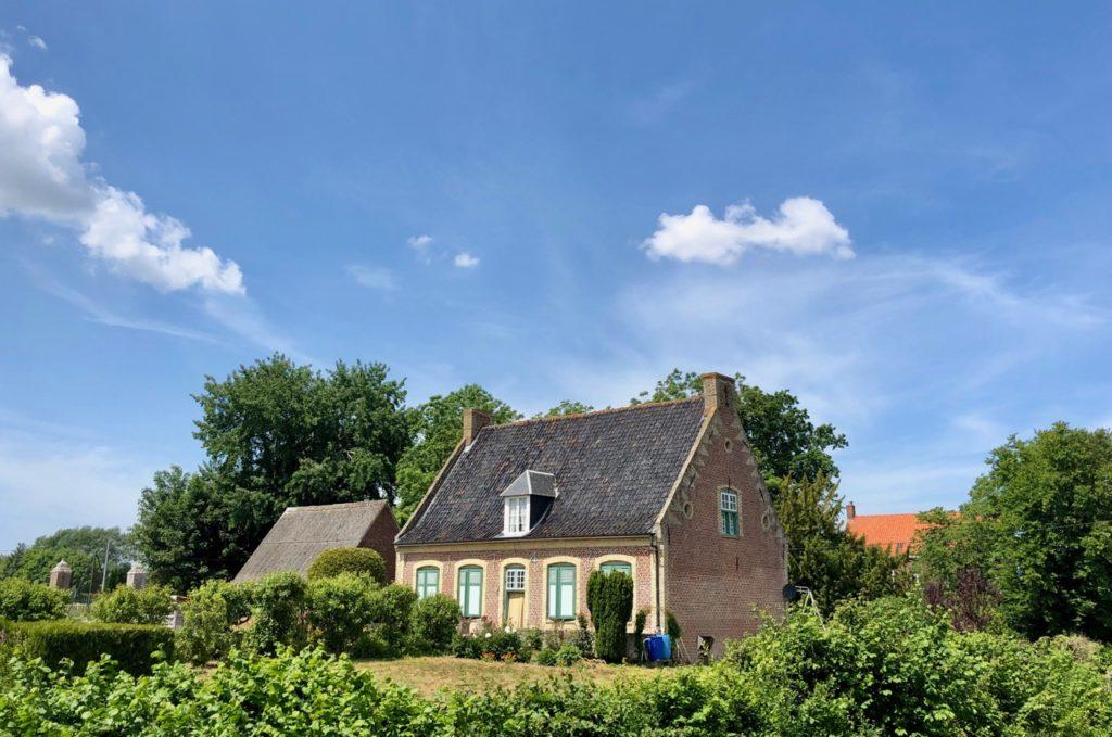 Noordpeene-Flandre-jolie-maison