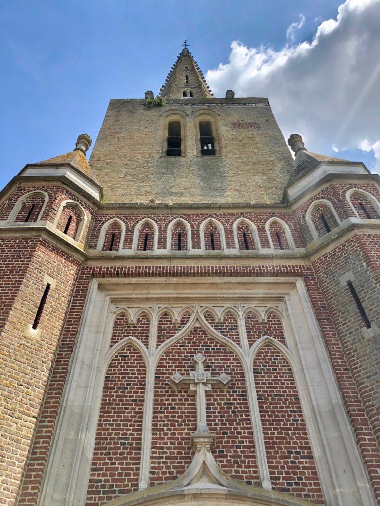 Noordpeene-Flandre-eglise-vue-de-pres