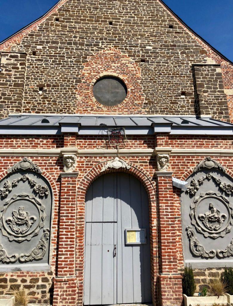 Village Patrimoine Oxelaere-Flandre-entree-eglise