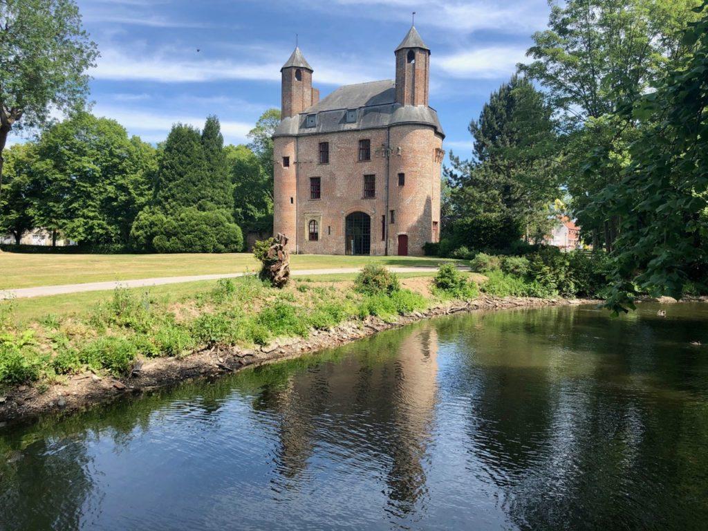 Renescure-Flandre-mairie-dans-parc