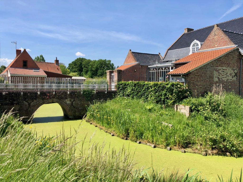 Village Patrimoine Rubrouck-Flandre-fosse-autour-mairie