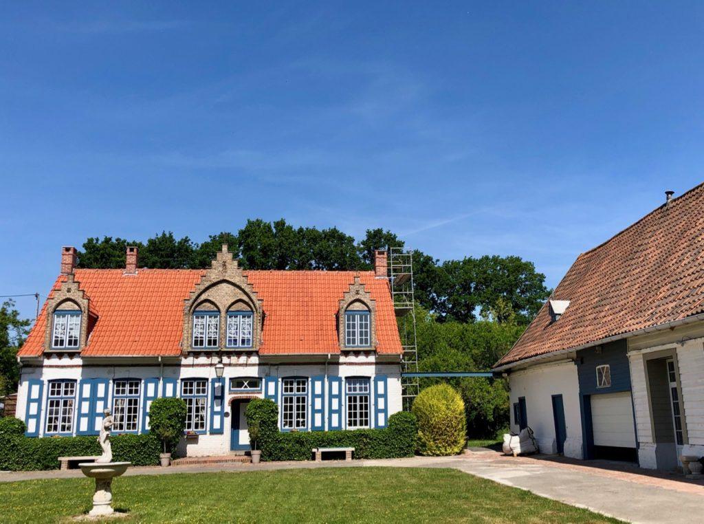 Rubrouck-Flandre-jolie-maison-sortie-village