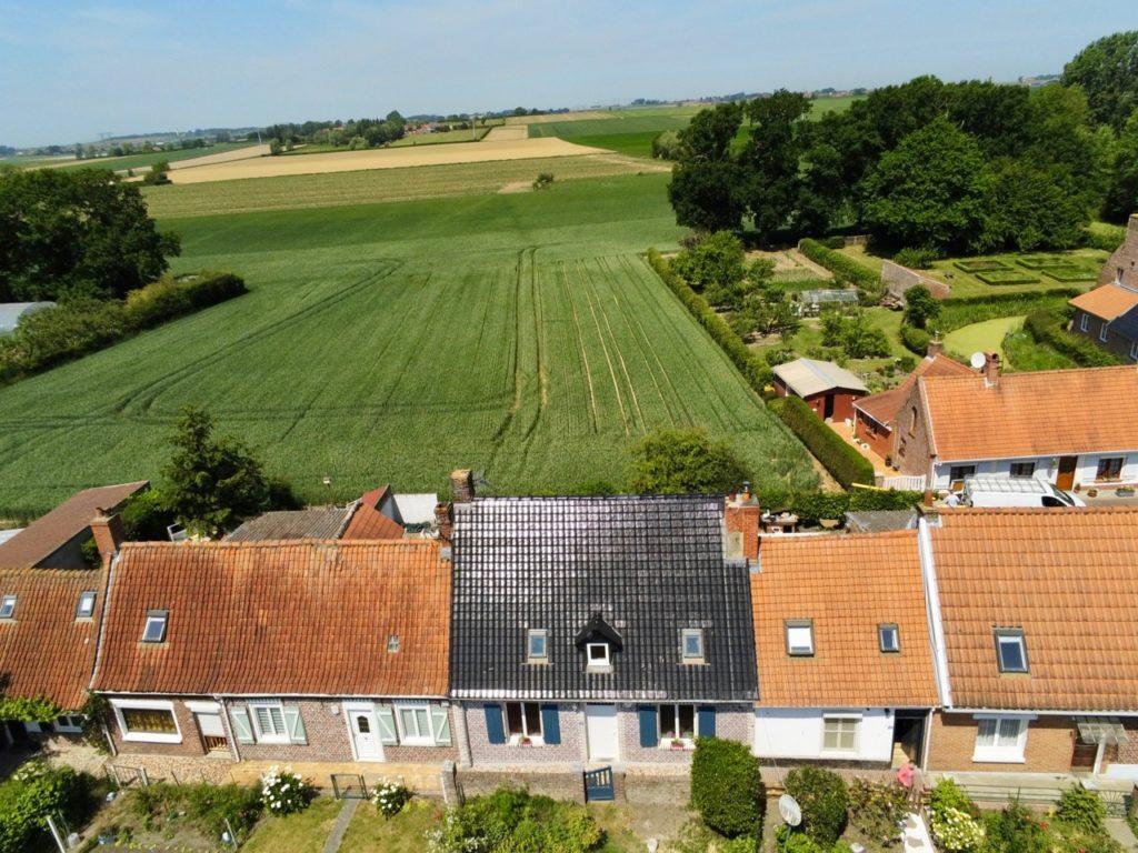 Village Patrimoine Rubrouck Flandre petites maisons vues au drone