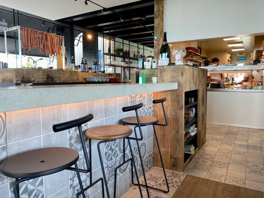 Bar-Bernard-by-St-Bernardus-cuisine-ouverte