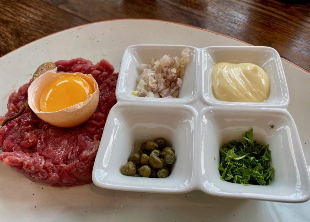 Bar-Bernard-by-St-Bernardus-steak-tartare