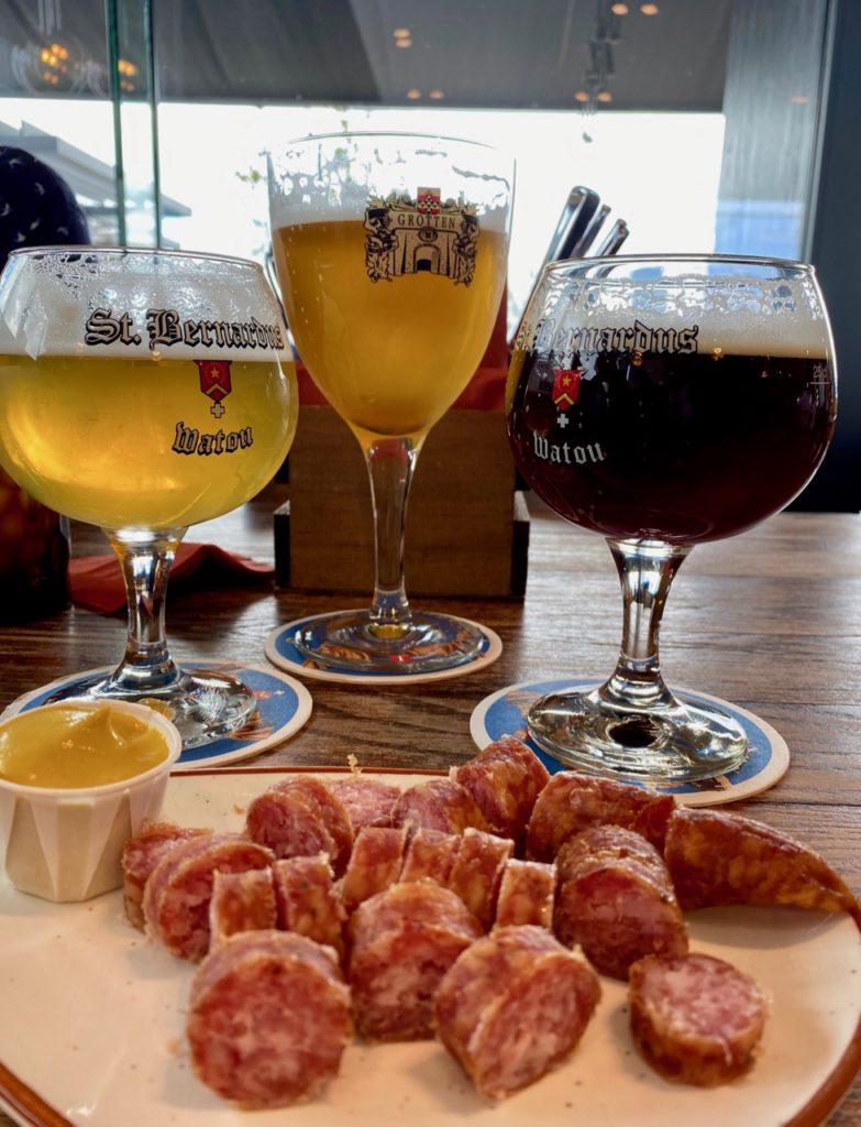 Bar-Bernard-by-St-Bernardus-trois-bieres-et-saucisse