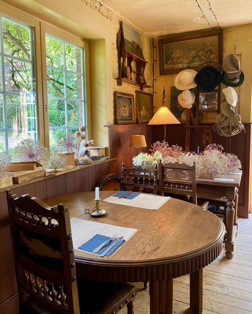 Cassel-Jardin-du-Monts-des-Recollets-table-vue-jardin