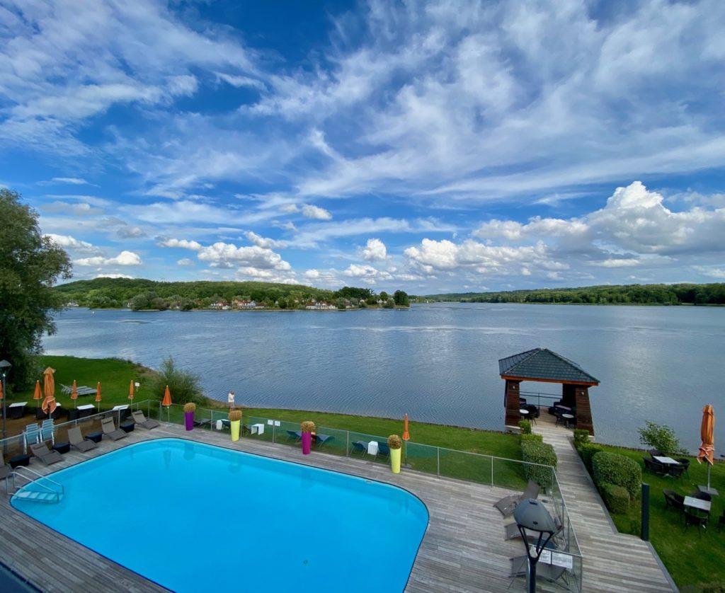 Hôtel du Golf de l'Ailette vue lac et piscine