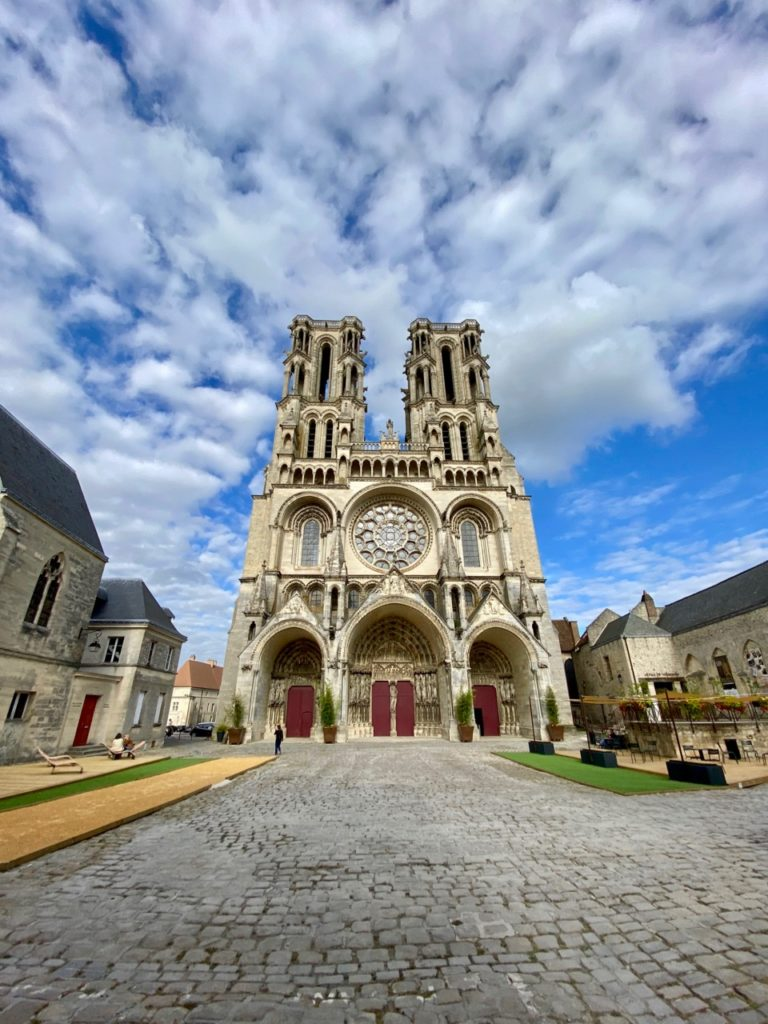 Laon-cathedrale-facade-grand-angle