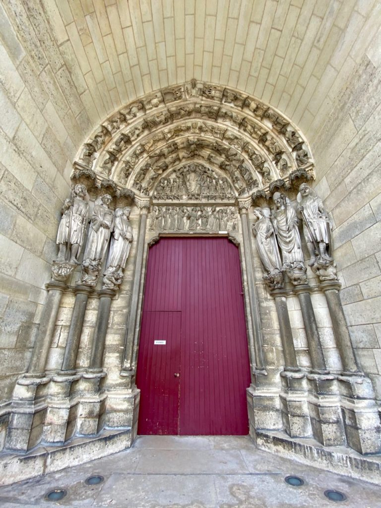 Laon-cathedrale-porche-grand-angle