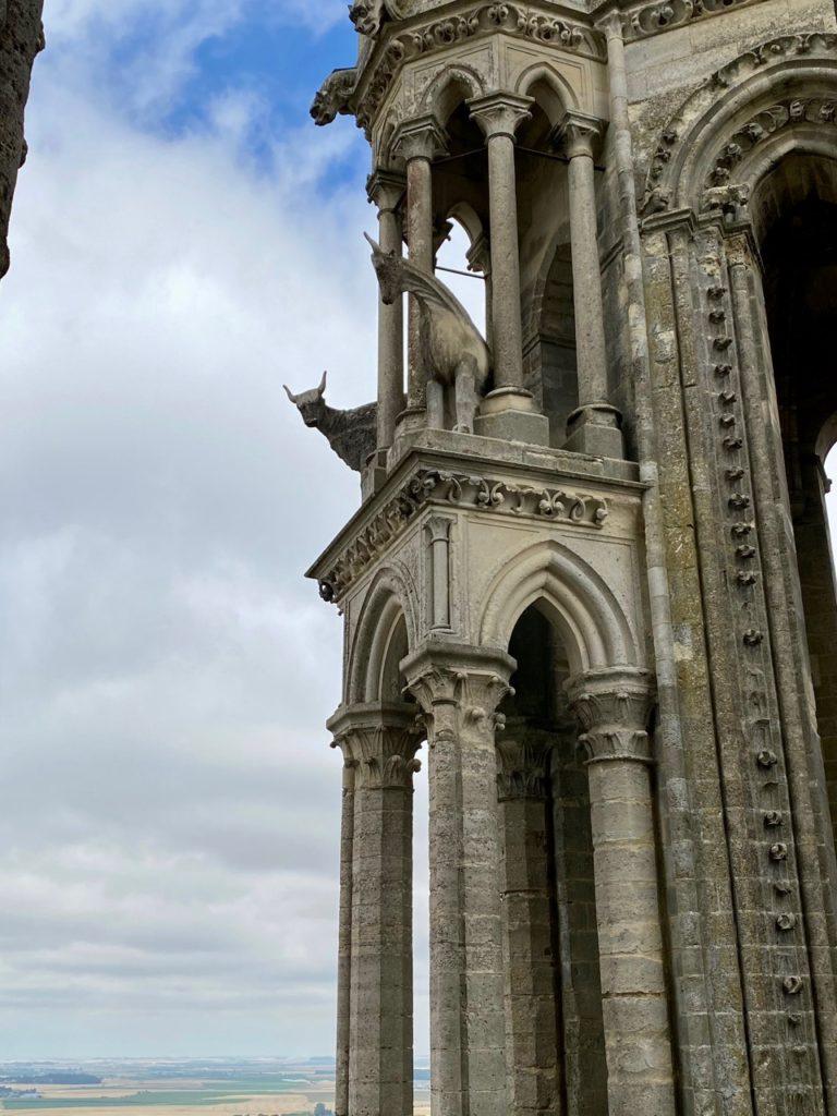 Laon-tour-cathedrale-vue-de-pres
