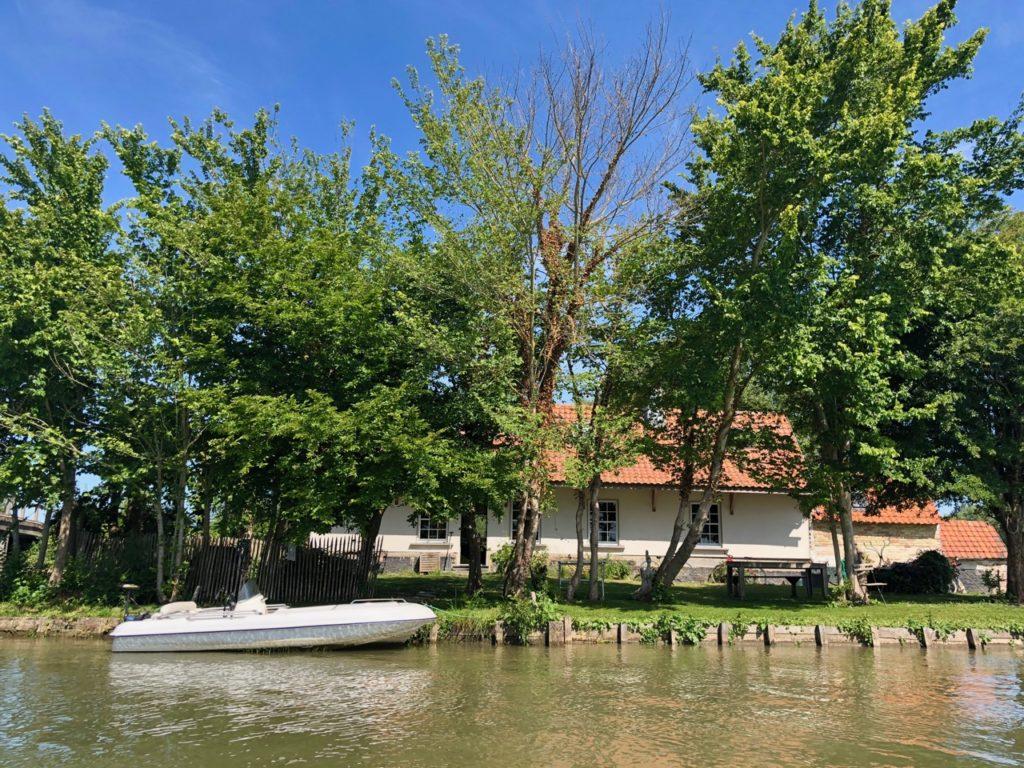 Marais-audomarois-Isnor-maison-avec-bateau