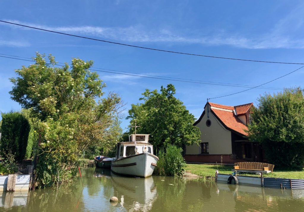 Marais-audomarois-Isnor-maison-et-joli-bateau