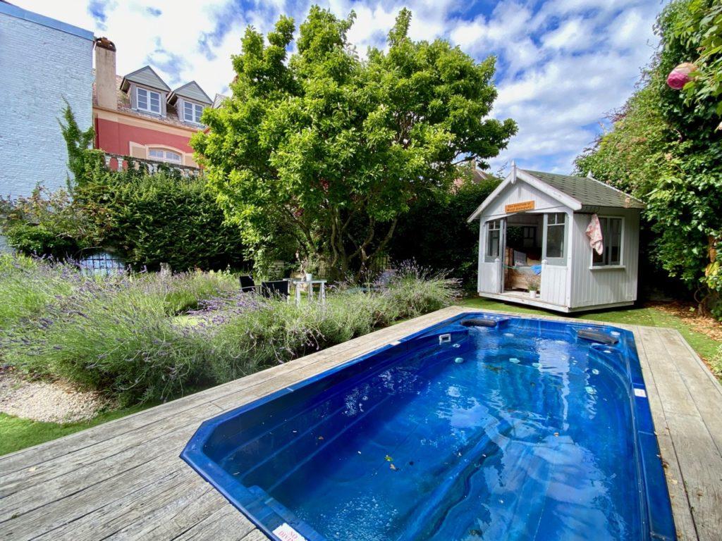 Montreuil-sur-Mer-bed-and-breakfast-rue-Pierre-Ledent-piscine