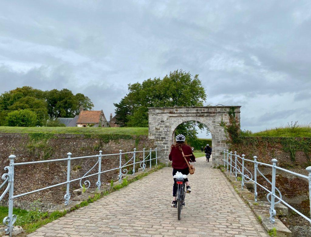 Montreuil-sur-Mer-diner-insolite-citadelle-arrivee-velo