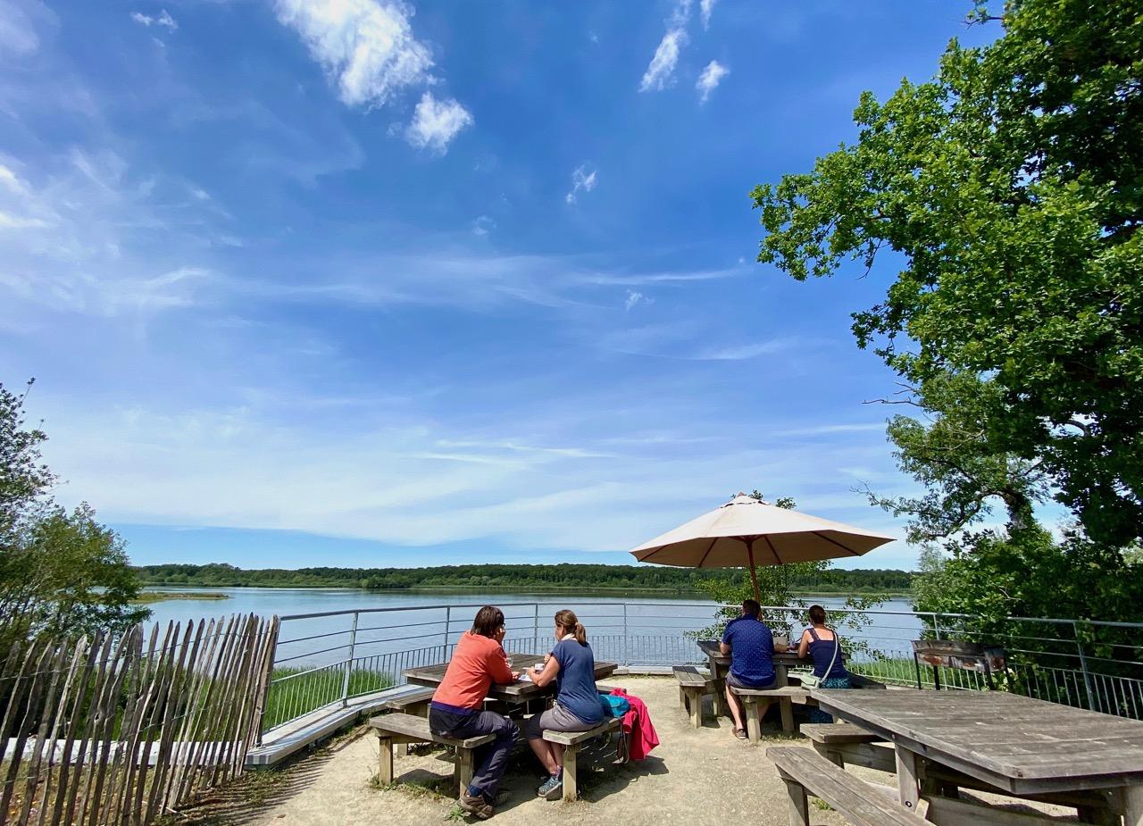 Pays-des-Lacs-Lacs-Aquascope-Virelles-terrasse-grand-angle