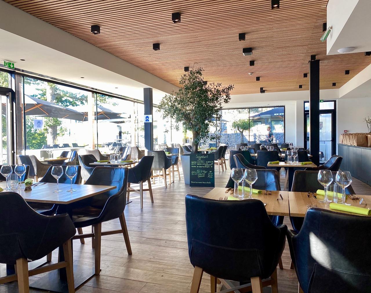 Pays-des-Lacs-Lacs-de-l-Eau-d-Heure-Golden-Lakes-hotel-restaurant-salle