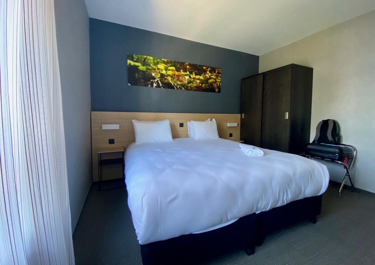 Pays-des-Lacs-Lacs-de-l-Eau-d-Heure-Golden-Lakes-hotel-suite-chambre
