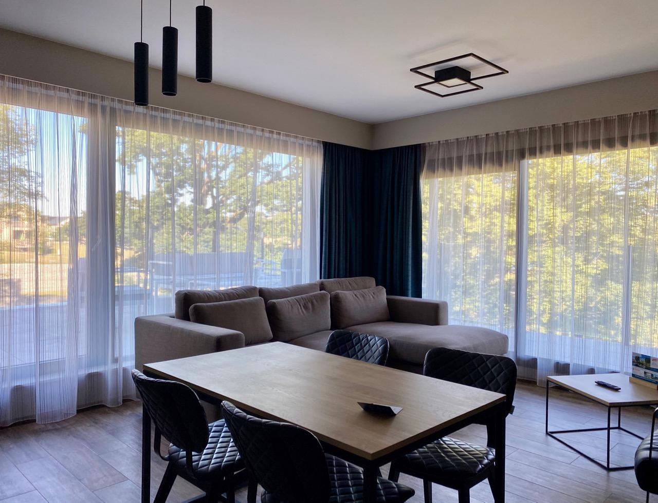 Pays-des-Lacs-Lacs-de-l-Eau-d-Heure-Golden-Lakes-hotel-suite-salon
