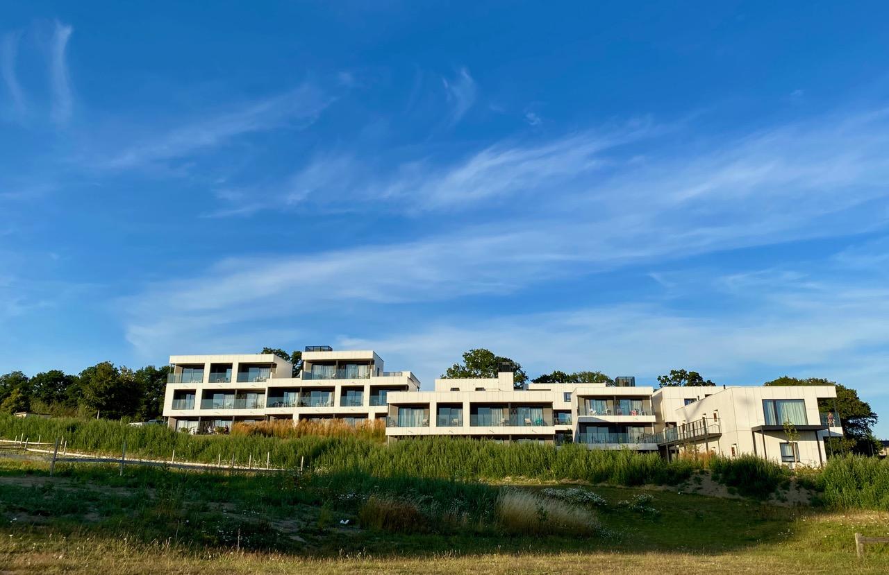 Pays-des-Lacs-Lacs-de-l-Eau-d-Heure-Golden-Lakes-hotel-suite-vue-generale