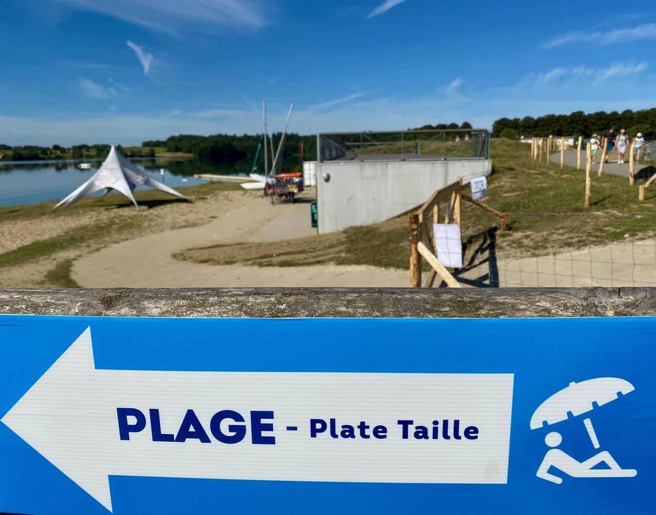 Pays-des-Lacs-Lacs-de-l-Eau-d-Heure-panneau-plage-plate-taille