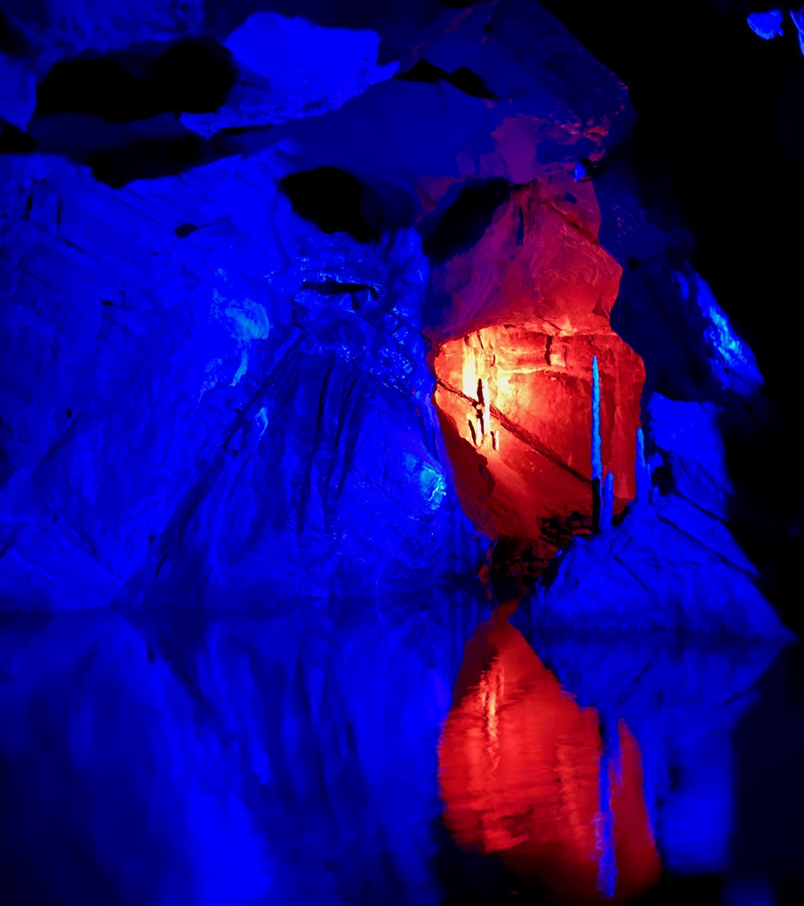 Pays-des-Lacs-Les-Grottes-de-Neptune-spectacle-son-et-lumiere