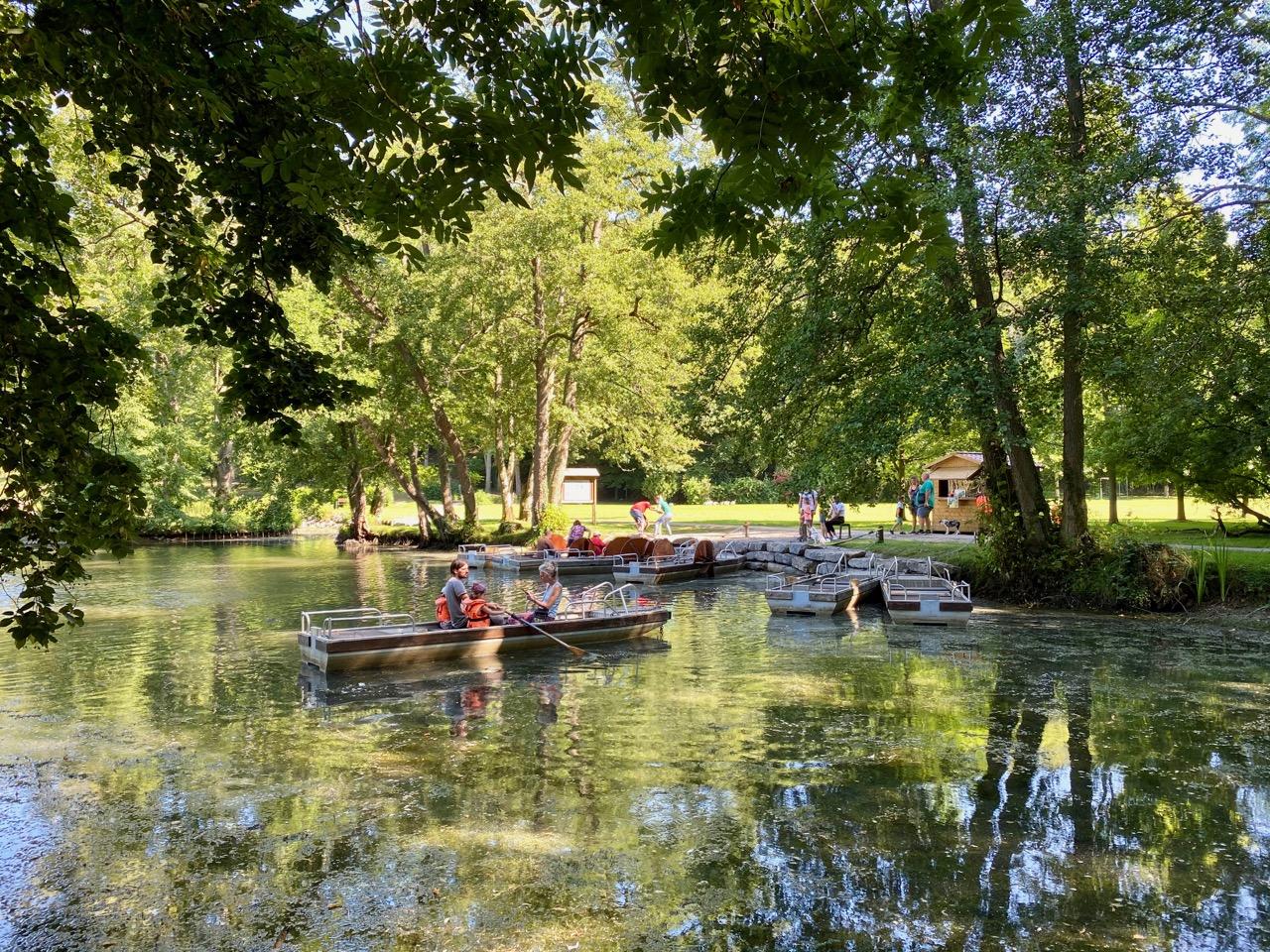 Pays-des-Lacs-Nismes-Les-Jardins-d-O-lac