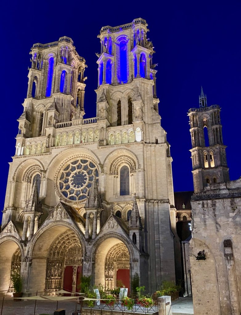 Laon-cathedrale-illuminee