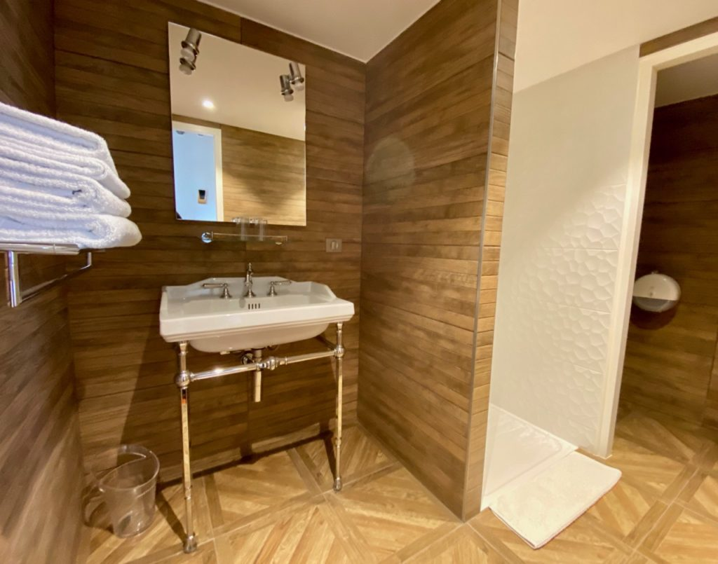 Laon-logis-du-parvis-salle-de-bains
