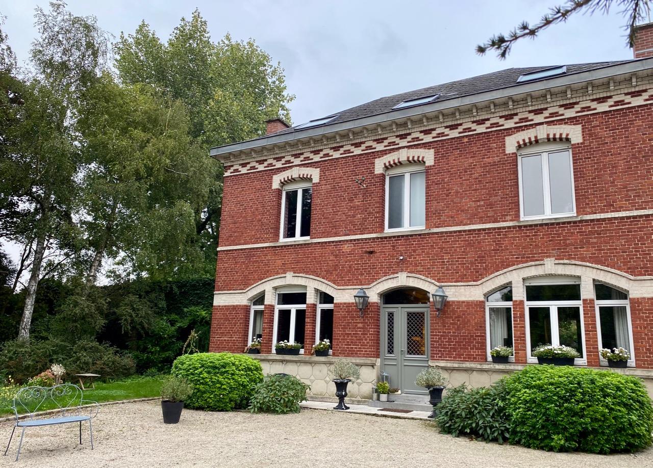 Chambres-d-hotes-Plumes-et-Coton-Ecurie-facade-maison