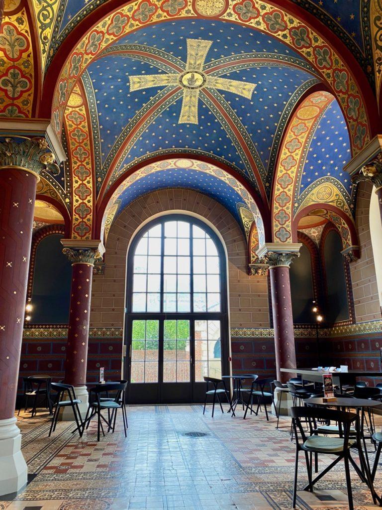 Amiens-Musee-de-Picardie-chapelle-salon-des-visiteurs